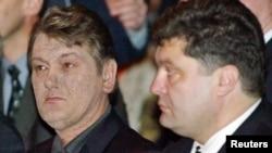 Петр Порошенко с тогдашним президентом Украины Виктором Ющенко (слева). Киев, 3 марта 2005 года.