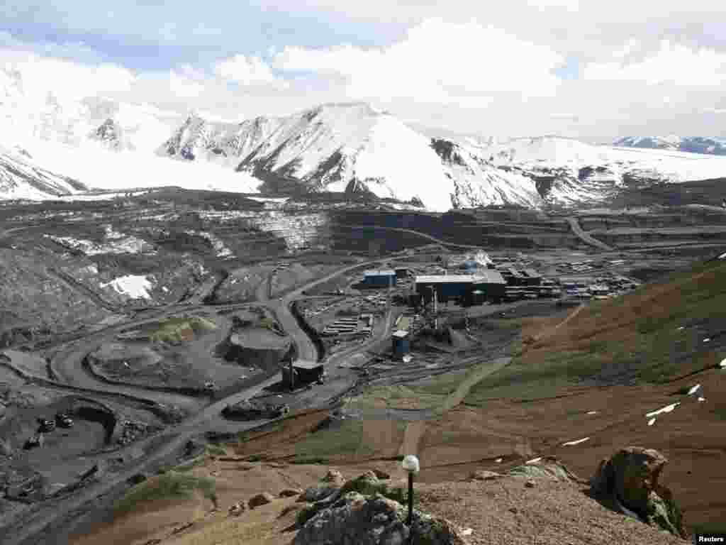 Расчетная производственная мощность фабрики составляет до 16 000 тонн руды в день