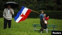 Okupljanje ispred Kuće cvijeća u Beogradu na Dan mladosti 25. maja