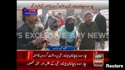 Pamje televizive të njerëzve të evakuuar nga një universitet në Pakistan sot në mëngjes