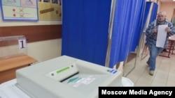 На избирательном участке в Москве 10 сентября 2017 года