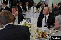 Майкл Флинн и Владимир Путин на приеме в честь 10-летия канала RT