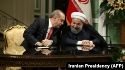 Түрк президент Режеп Тайып Эрдоган менен Иран лидери Хасан Роухани, Тегеран шаары, 4-октябрь.