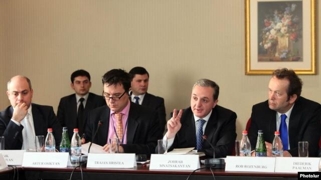 Armenia -- Negotiations on readmission/visa facilitation agreements between Armenia and EU, 27Feb2012