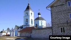 Ансамбль Успенской церкви погоста Боголепово обезображен новыми постройками