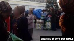 Продажа бананов на ашхабадском рынке