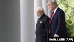 Presidenti amerikan, Donald Trump (djathtas) dhe kryeministri indian, Narendra Modi, foto nga arkivi.