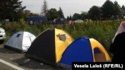 Табір мігрантів на кордоні Сербії з Угорщиною, 17 вересня 2015