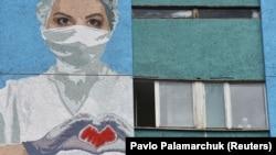 Наразі 1300 пацієнтів із Львівської області перебувають на стаціонарному лікуванні, з них 36 на штучній вентиляції легень, близько 100 в реанімаційному відділенні