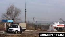 Емкость со сжиженным газом на автозаправочной станции в Алматы. 26 марта 2014 года.