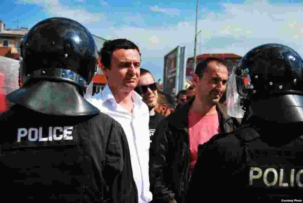 Protest zbog posete Borka Stefanovića Kosovu, Priština, 12. maj 2011 - Sukob policije i demonstranata, Foto: Samoopredeljenje