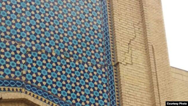 نمایی از یک دیوار بازار رضا در مشهد