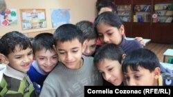 Copii de etnie romă, şcoala din Otaci