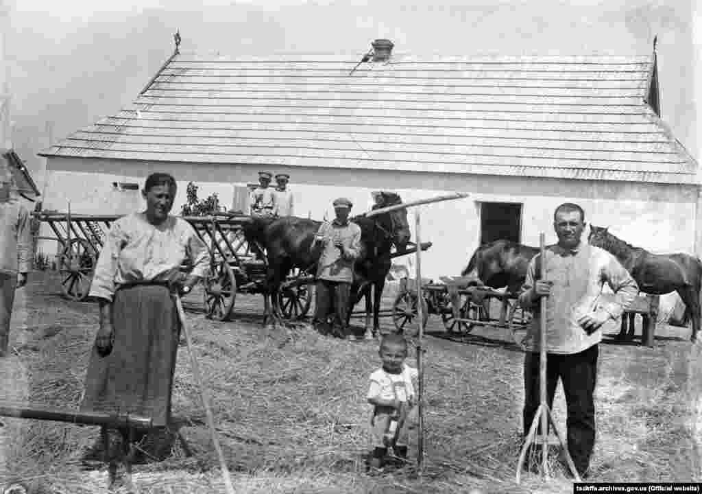 Селянська садиба в селі Удачне Гришинського району Донецької області, 1930-і роки