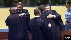Ante Gotovina i Mladen Markač, nakon oslobađajuće presude u Hagu, 16. studeni 2012. godine