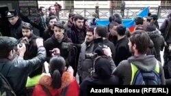 Bakıda, İran səfirliyi qarşısında aksiya, arxiv foto
