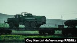 Российская военная техника на Керченской переправе.