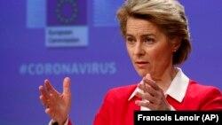 Президент Єврокомісії Урзула фон дер Лаєн розповідає про деталі стратегії ЄС в боротьбі з пандемією коронавірусу та економічних кроків ЄС для цього. Брюссель, 4 квітня 2020 року