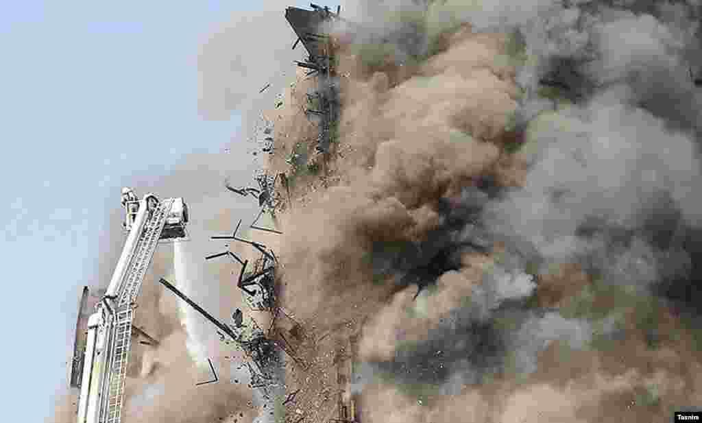 Пожар в одном из самых старинных высотных зданий Тегерана, в котором насчитывалось по меньшей мере 15 этажей, вспыхнул утром в четверг, 19 января.
