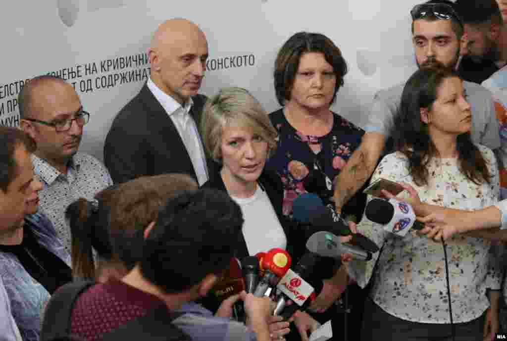 МАКЕДОНИЈА - Одбраната на обвинетите во случајот Талир 2, што досега го водеше СЈО, побара и доби одложување на судењето поради промена на бројот на предметот и легитимноста на решението на државниот јавен обвинител Љубомир Јовески да ѝ го додели предметот на поранешната обвинителка од СЈО, Ленче Ристоска.