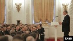 Российская элита охотно хлопала уходящему президенту