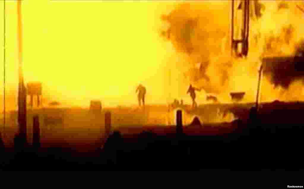 Байконур також був свідком кількох трагедій. Найвідоміша з них – катастрофа Митрофана Нєдєліна в 1960 році (на фотографії). Ракета вибухнула на стартовому майданчику, в результаті чого загинули близько 80 людей. Інцидент був засекречений. Офіційно повідомили, що маршал Нєдєлін загинув в авіакатастрофі. Рівно через три роки, 24 жовтня 1963-го, на Байконурі знову сталася аварія, в якій загинули 8 осіб. Відтоді 24 жовтня запуски ракет з космодрому не відбувались