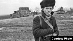 Foto din expoziția lui Dmitri Borko la Europa Liberă; cadru din conflictul transnistrean