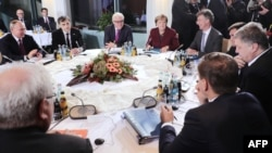 German Chancellor Angela Merkel (back, center) hosted talks in Berlin with Russian President Vladimir Putin (left) and Ukrainian President Petro Poroshenko on the crisis in Ukraine.