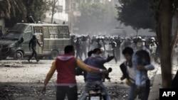 Pamje nga përleshjet e policisë me demonstruesit gjatë trazirave futbollistike në Kajro