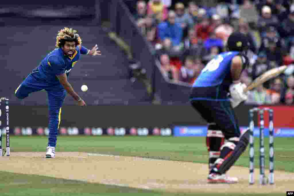 Sri Lanka's Lasith Malinga (left) bowls to New Zealand's Grant Elliott during a Cricket World Cup match in Christchurch on February 14. (AFP/Marty Melville)