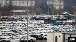 """Парковка на заводе """"Фольксвагена"""" в Вольфсбурге"""