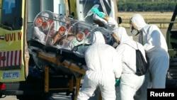 Ebola xəstəsi xəstəxanaya aparılır, İspaniya