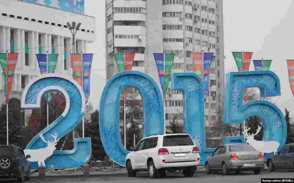 Площадь Республики - в новогоднем одеянии.