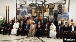Саммитке қатысушы Араб лигасы мемлекеттерінің басшылары мен үкімет жетекшілері.