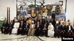القادة العرب وممثلوهم في قمة بغداد