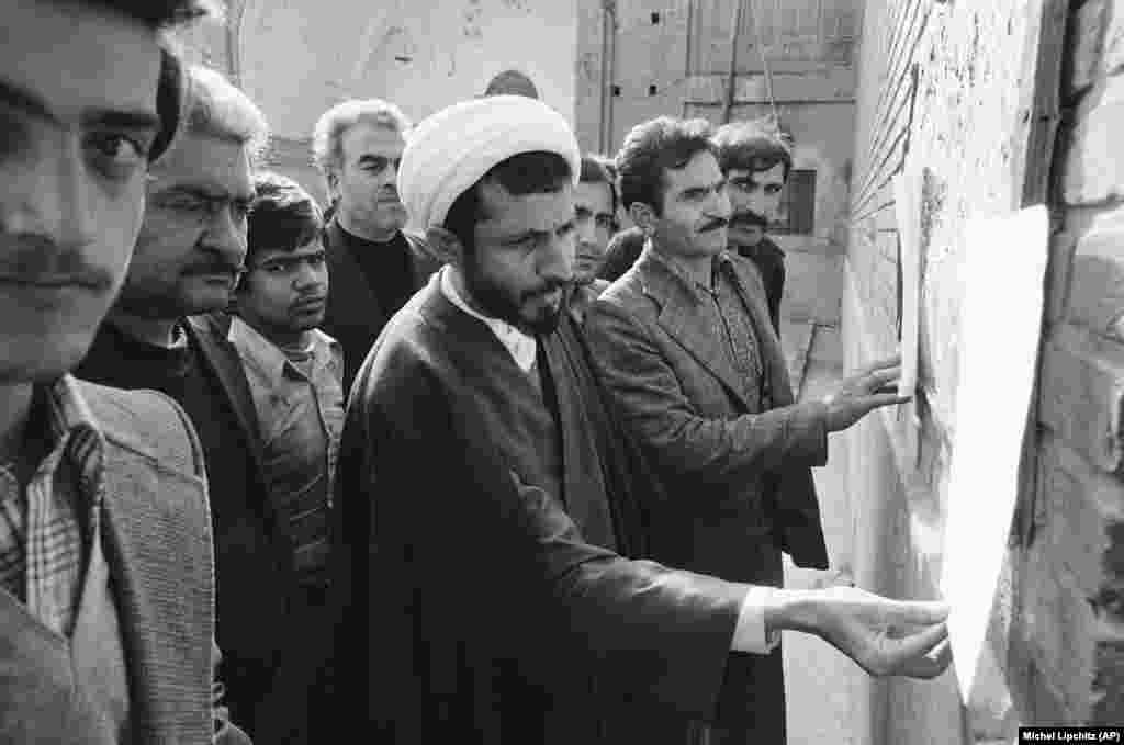 A mullah and others in Tehran's bazaar on December 16, 1978, reading the latest words from exiled Islamic leader Ayatollah Ruhollah Khomeini.