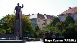 Демонтаж пам'ятника маршалу Конєву відбувся 3 квітня 2020 року