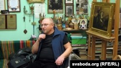 Уладзімер Кіслы ў майстэрні