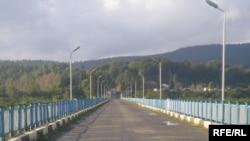 ხიდი მდინარე ენგურზე, რომელიც გალისა და ზუგდიდის რაიონებს აკავშირებს