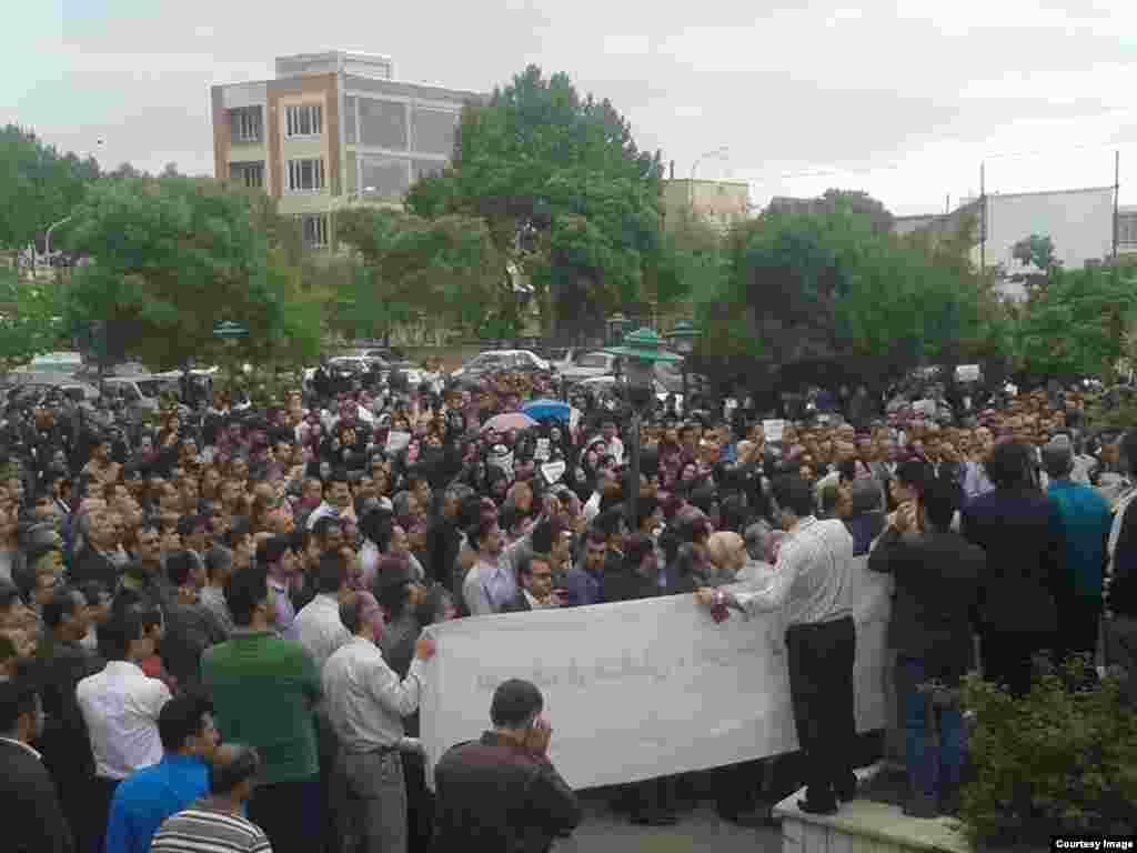 تجمع معلمان در سنندج، عکس از کاربر رادیو فردا