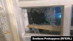 Разбитое окно в доме депутата Светланы Васильковой