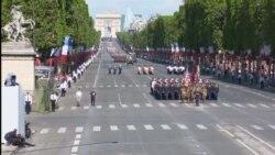 Američki i francuski predsjednici i vojnici na paradi u Parizu