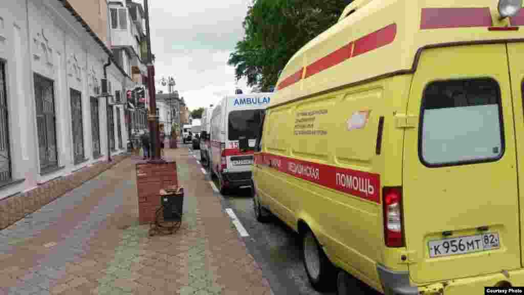 Подстанцию «скорой помощи» на улице Карла Маркса затопило. Машины выбрались на точку повыше