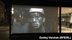 Ночью в павильоне Украины сменяют друг друга донецкие фотографии Евгении Белорусец