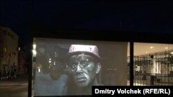 Вночі в павільйоні України змінюють одна одну фотографії Євгенії Бєлорусець з Донецька