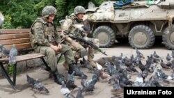 Українські військові в місті