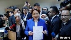 Мерал Акшенер Стамбулдун Жогорку шайлоо кеңешинде. 4-май, 2018-жыл.