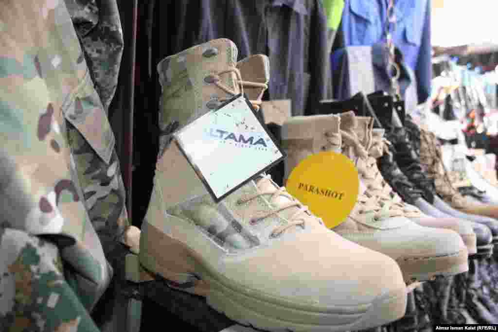 Армейская обувь очень популярна из-за своей цены и качества