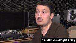 Тәжік музыканты Фарход Зикиров.
