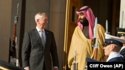 U.S. Defense Secretary Jim Mattis welcomes Saudi Crown Prince Mohammed bin Salman to the Pentagon with an Honor Cordon, in Washington, March 22, 2018